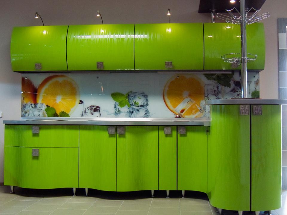 Преимущества акриловых фасадов на кухне